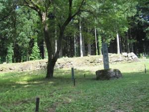 麓の屋敷跡